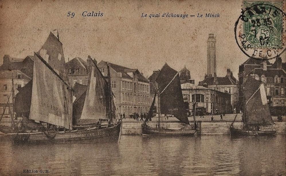 Calais cal le quai d echouage lougre devant le minck